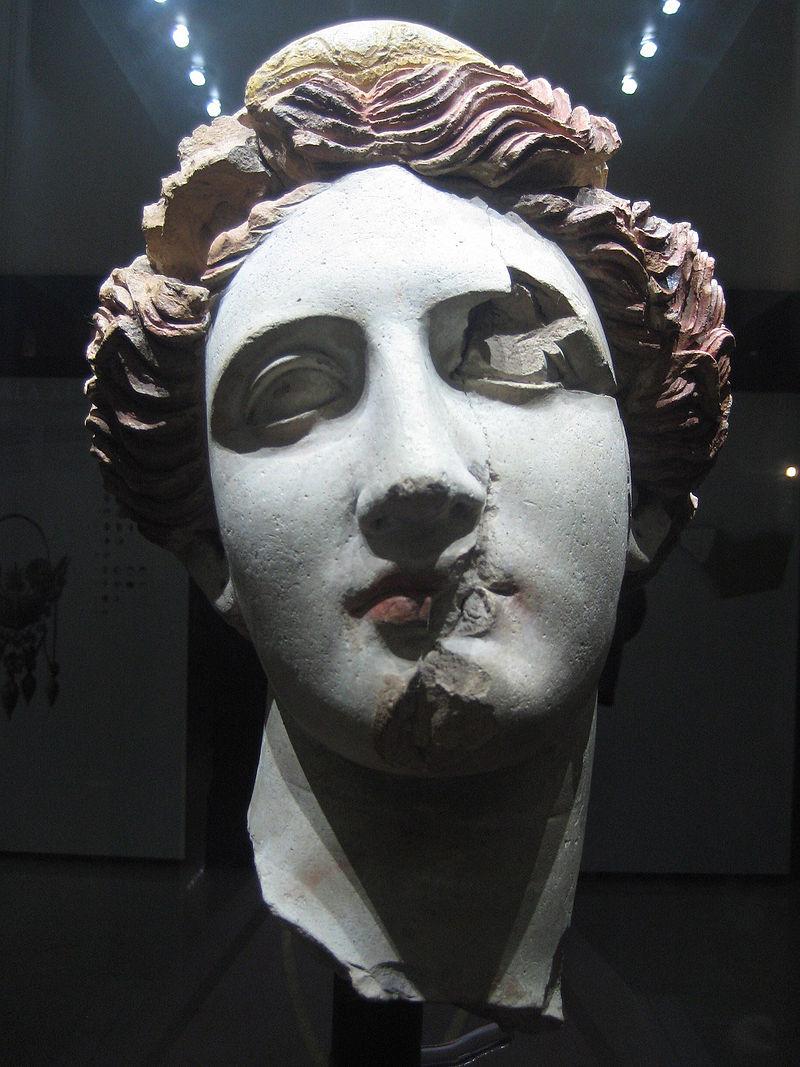 800px-Testa_di_donna_(Taranto).jpg