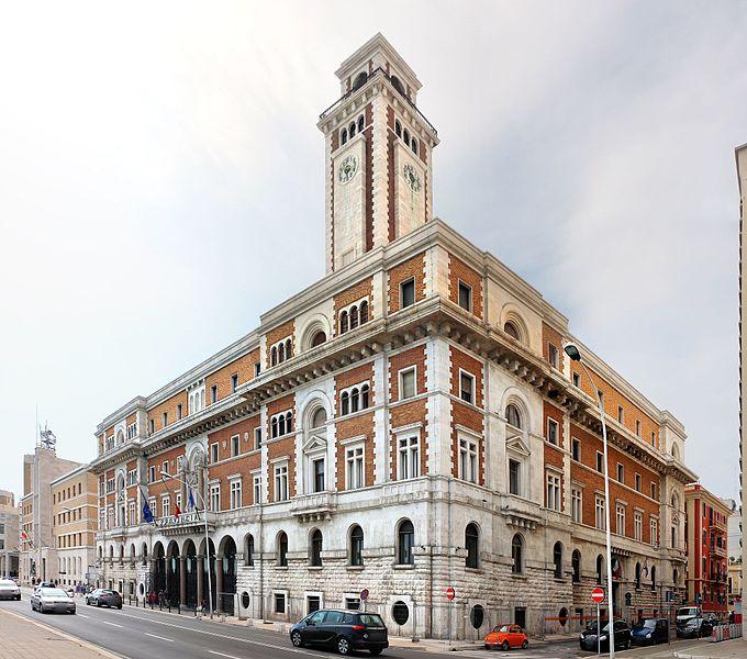 G:\polysemi\Bari,_palazzo_della_provincia,_di_luigi_baffa,_1935,_01.jpg